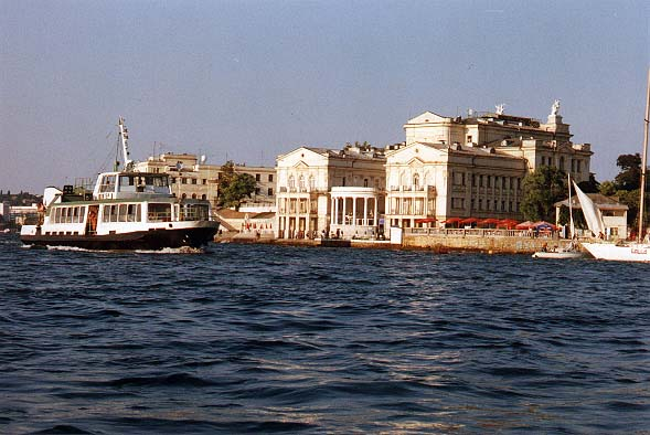 e:\волшебный край окт2010\достопримечательности\севастополь\вид на бухту и домики сверху\buhta.jpg